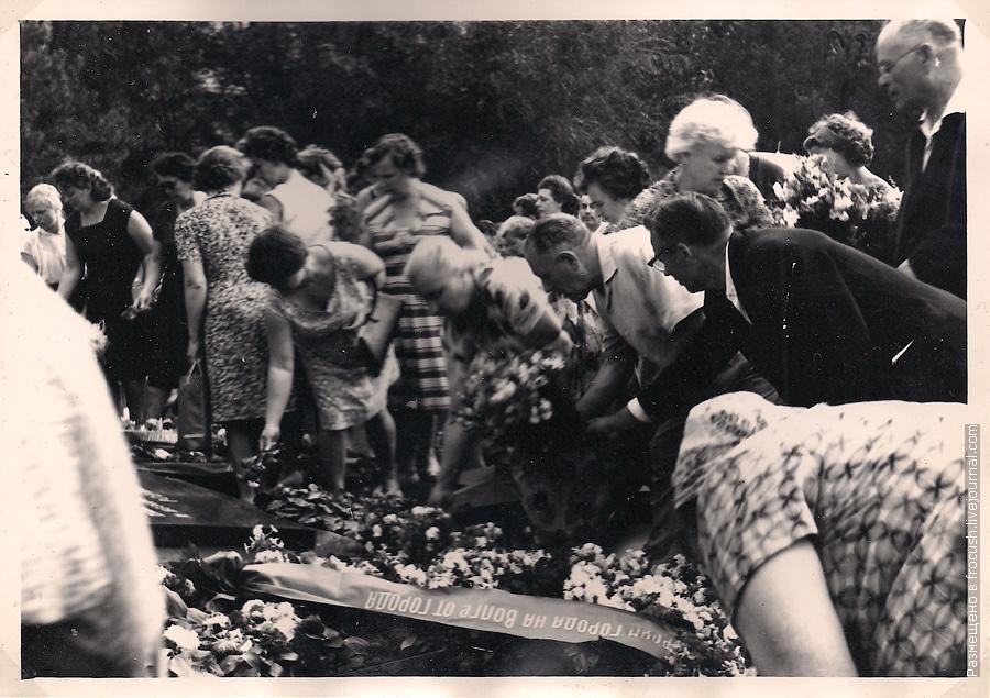 1965 год фотография Волгоград возложение венка на могилу воинов, погибших в боях за Сталинград