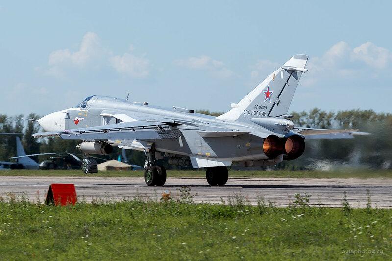 Сухой Су-24М (RF-93809 / 11 белый) D800363a