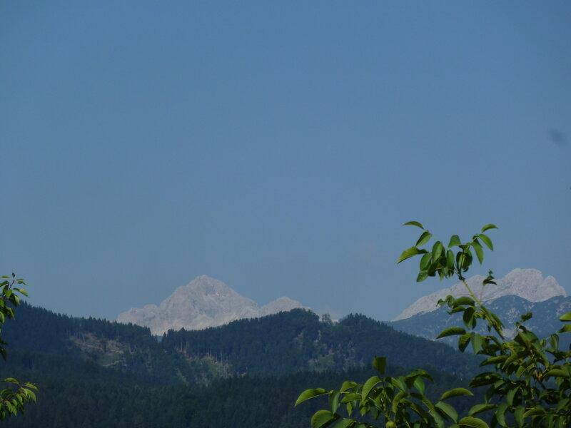 Гора Триглав на горизонте
