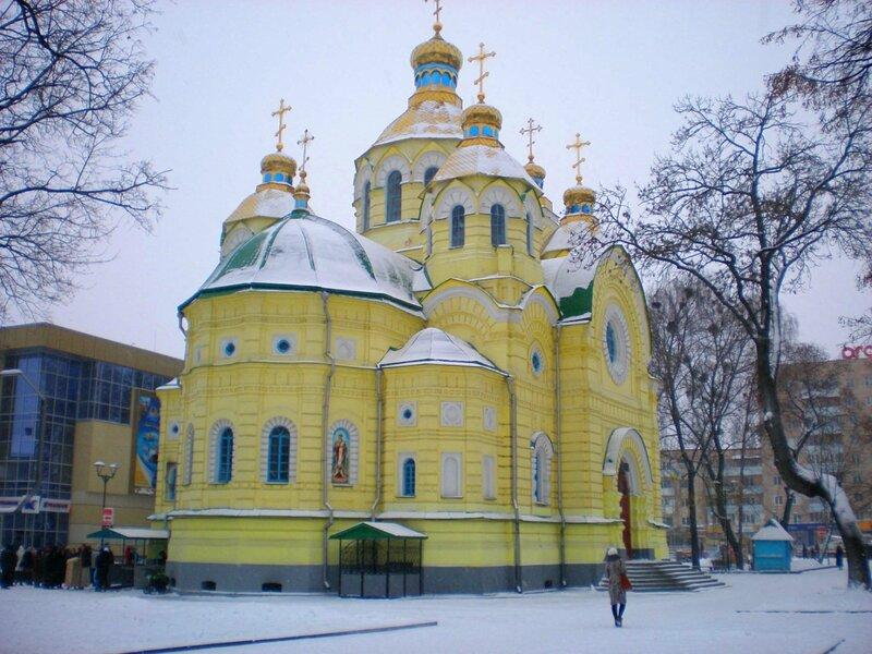 Свято-Воскресенський собор побудований в XIX ст. на кошти імператора Олександра III. Фото: Грудень 2012 р.