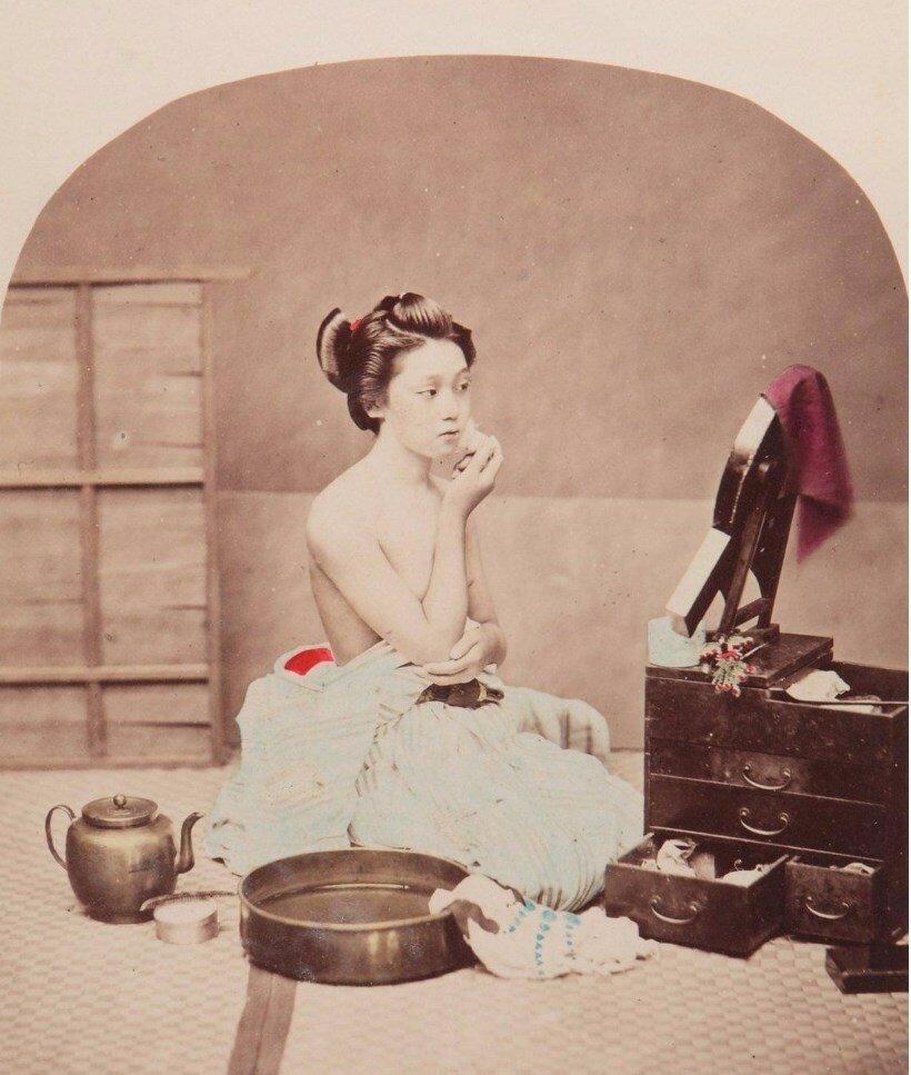 Женщина у туалетного столика, 1865