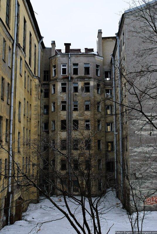 Заброшенное здание на Петроградской стороне