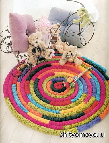 Детский разноцветный коврик, связанный крючком