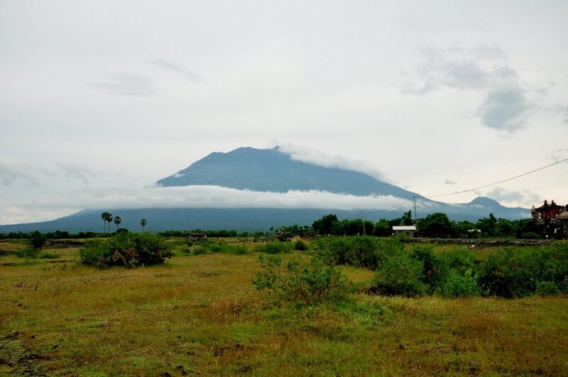 Вулкан Гунунг Агунг, самый высокий и самый священный на Бали. Gunung Agung volcano - the highest and the most sacred mountain in Bali.