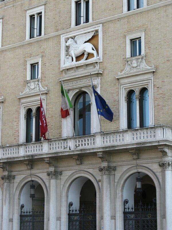 Рим. Площадь Венеции (Piazza Venezia). Здание  страховой компании Ассикурацинои Дженерали (Palazzo delle Assicurazioni Generali)