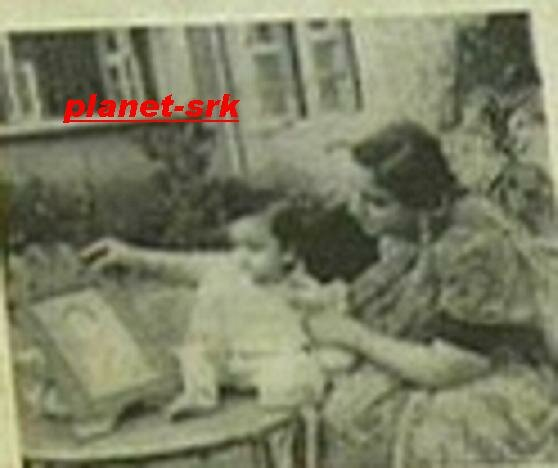 SRK with mom Fatima
