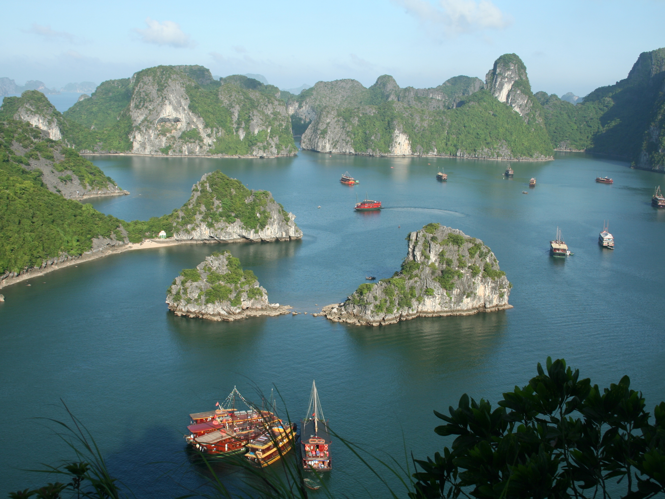 Vinh Ha Long Grotto, Vietnam загрузить
