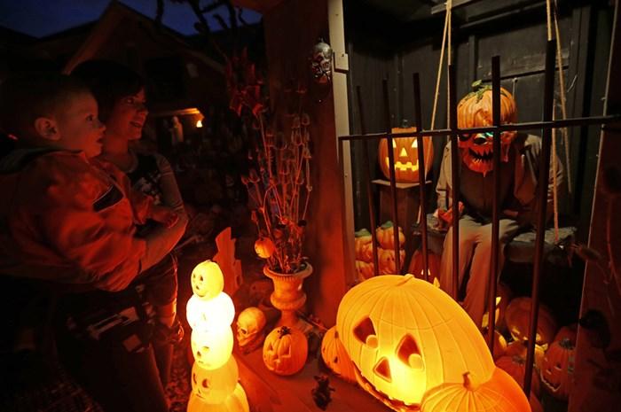 Тыквы и страшные костюмы: мир празднует Хэллоуин 2014 года 0 106ab8 b2a4872f orig