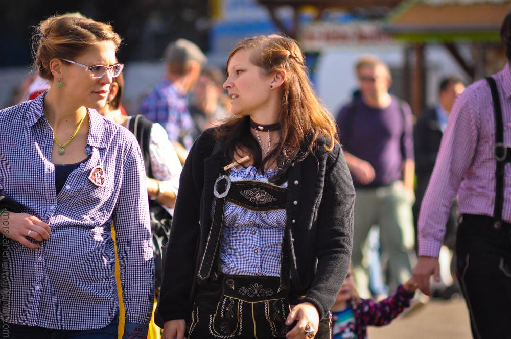 Женские выпуклости и впадины на Октоберфесте girls-Oktoberfest-(37).jpg
