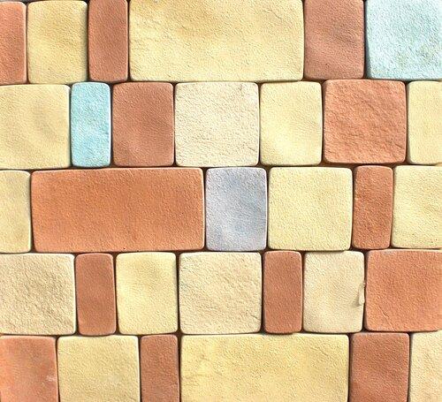 БРУСЧАТКА выполненная в оранжевых тонах на белом цементе даёт очень яркие цвета мощения