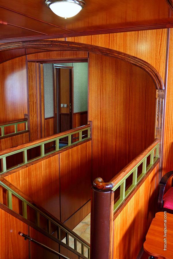 Холл на средней палубе