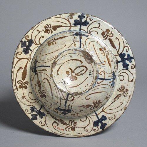 Тарелка с гербом Дацци