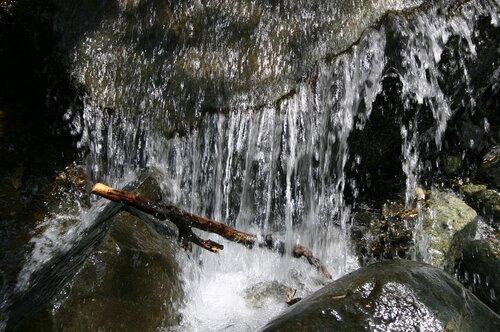 Прохладный водопад на Кипре.