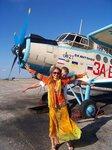 Настя Русанова у самолета на аэродроме Гора Климентьева (Коктебель)