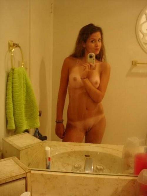 Девушки голые фоткают сами себя
