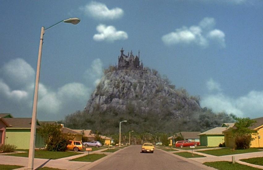 2. Специально для съемок фильма «Эдвард Руки-ножницы» был построен фасад этого зловещего особняка, к