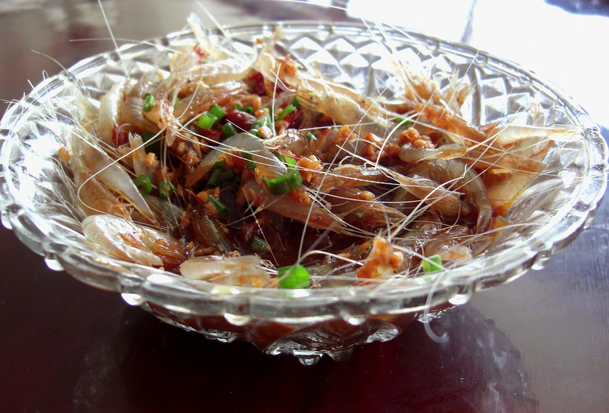 Пьяные креветки. Блюдо относится к китайской кухне и представляет собой живых креветок, залитых