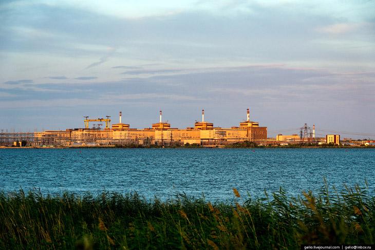 2. На Балаковской АЭС эксплуатируются 4 типовых энергоблока с реакторной установкой, в состав которо