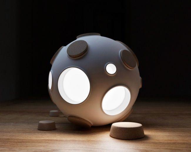 32.Ночник-Луна Космический светильник, названный в честь космонавта Армстронга, придуманный командо