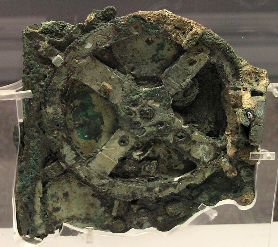 1. Механизм Антикитера В руинах корабля был найден старейший в мире компьютер, созданный в Греции по