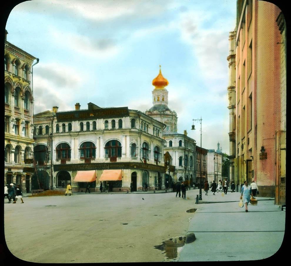 Биржевая площадь и Блюхеровский переулок.