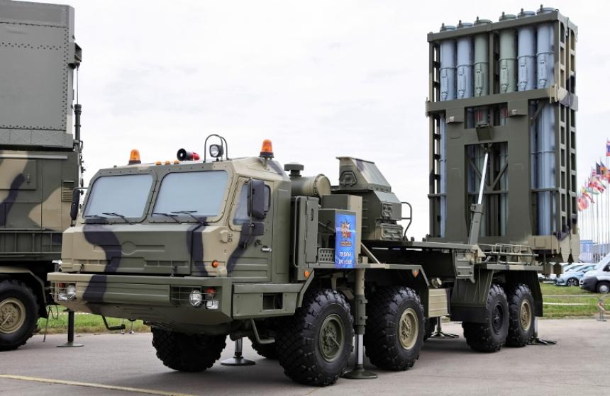 Шойгу установил «пятерку» расчету С-400 наавиабазе «Хмеймим» вСирии