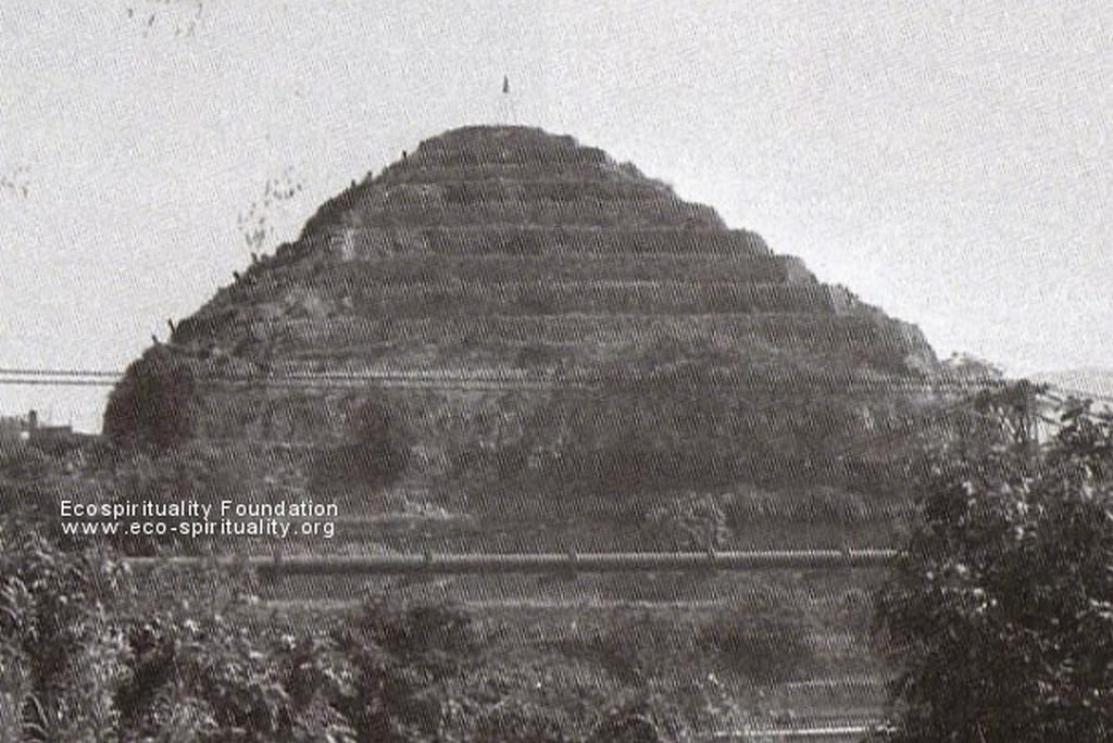 Пирамиды Франции. Pyramids Of France