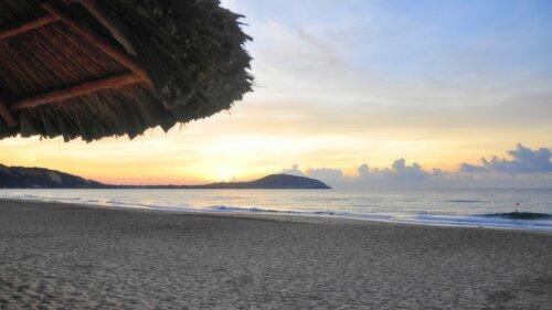 Рассвет на пляже. Вьетнам