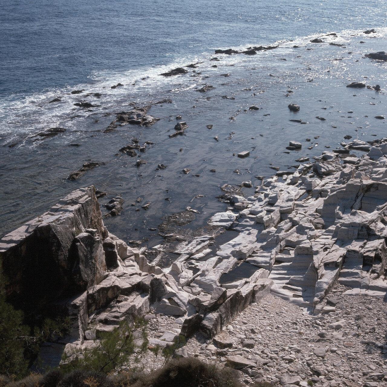 Тасос. Алики. Античные мраморные каменоломни на южном побережье