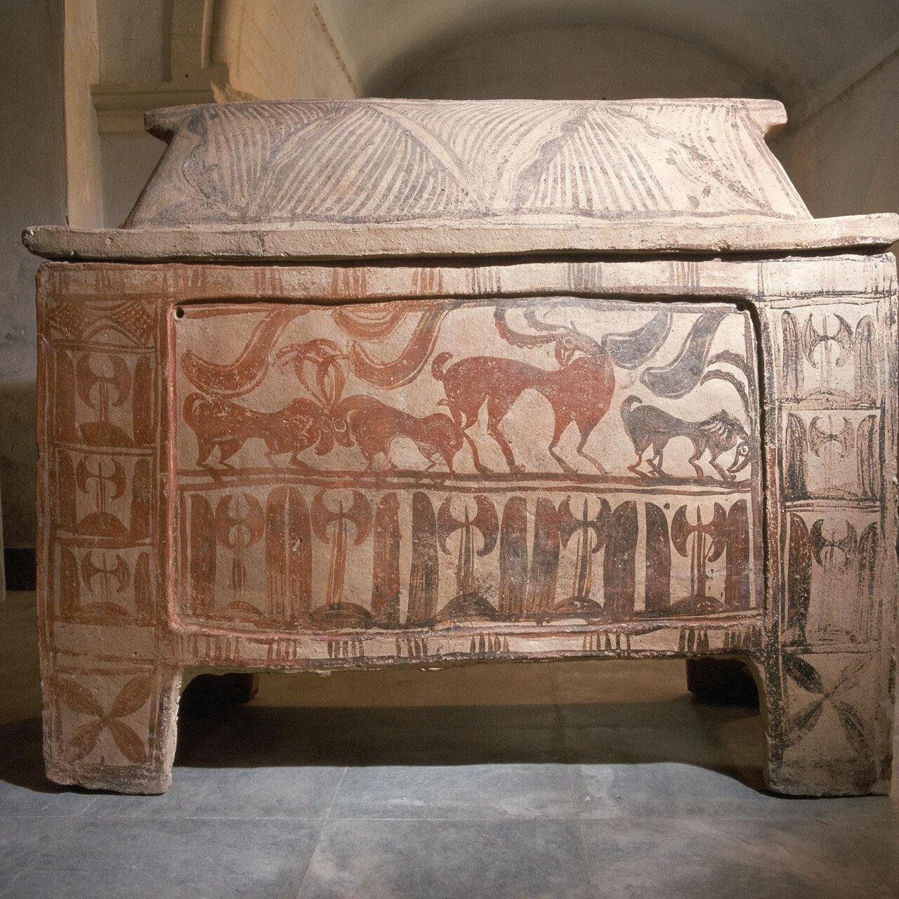Ханьи. Археологический музей. Саркофаг из минойского кладбища Армени. XIII век до н.э.