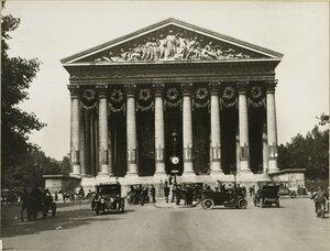 1919. Парад 14 июля. Украшенная церковь Мадлен