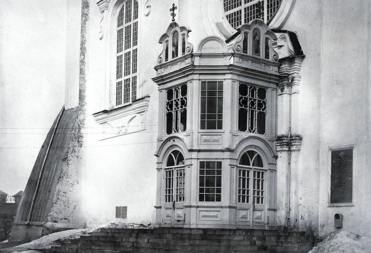 Западный вход в Успенский собор