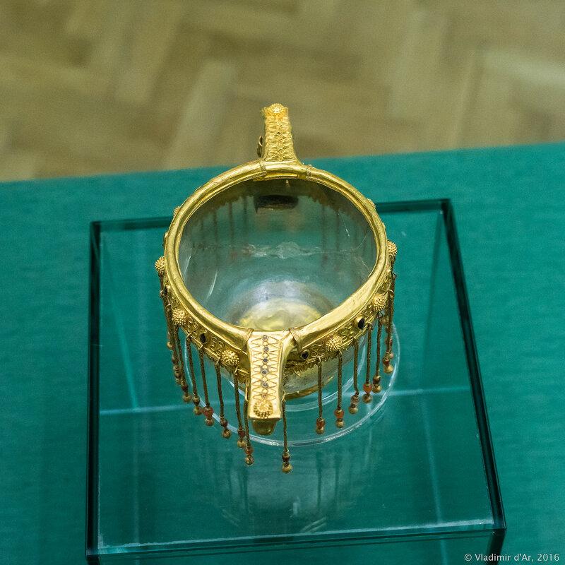 Стеклянный канфар в золотой оправе. II - первая половина I вв. до н.э.