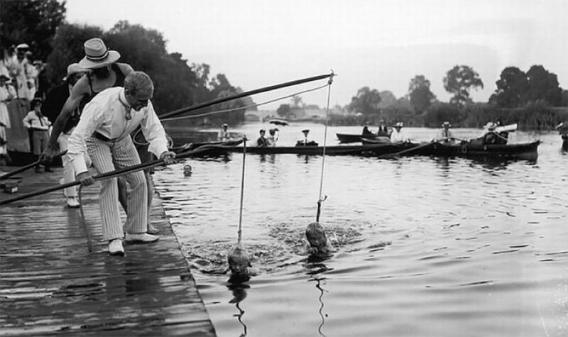 A swimming lesson in 1930.jpg