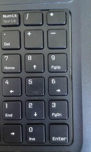 щели между клавой и корпусом ноутбука