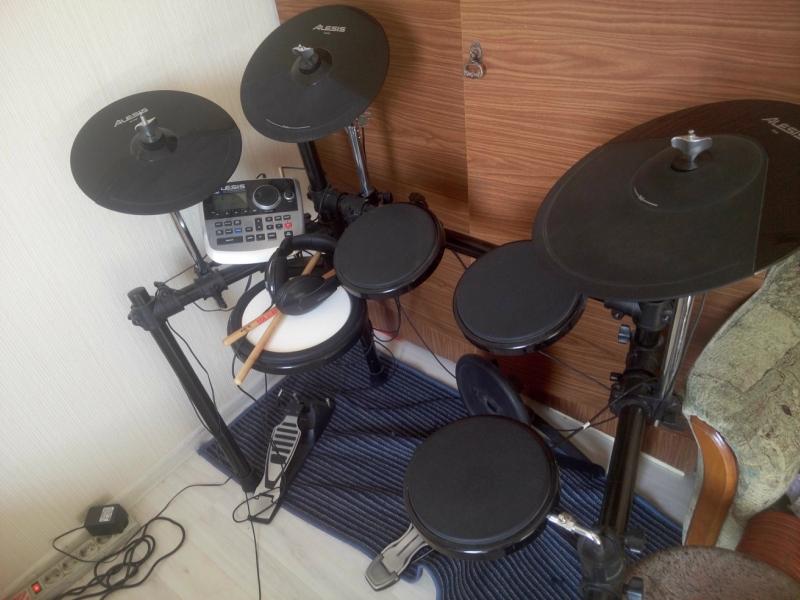 Продам электронные барабаны Alesis dm8 USB Kit