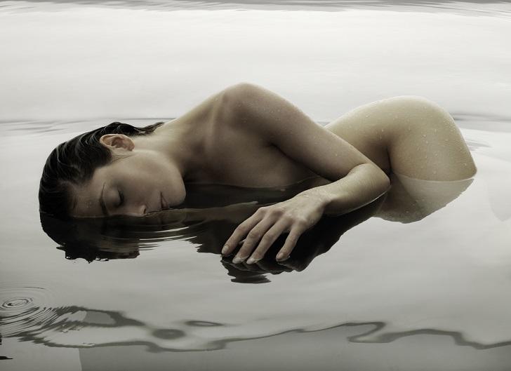 Тело в воде, разум на улице: обнаженная фотография Клауса Камперта