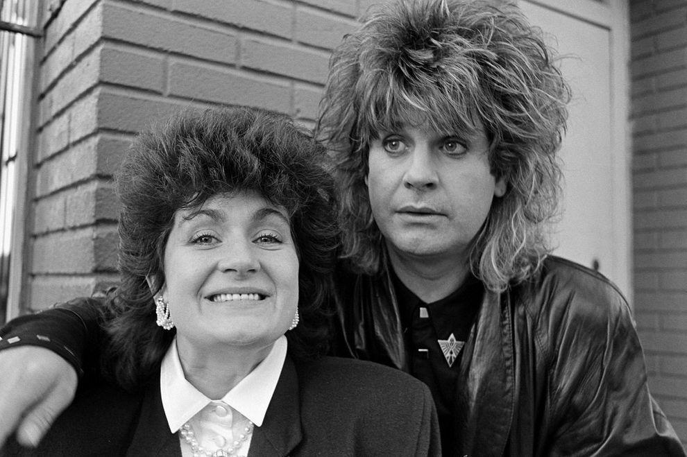 1. Шэрон и Оззи с одинаковыми прическами в 1978 году. Шэрон встретила своего будущего мужа Оззи в 18