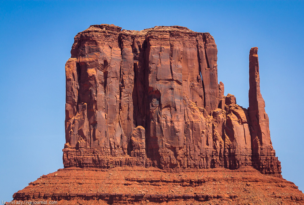 8. А эта скала называется «Три сестры» или же «Три монахини». Самая высокая часть троицы высото