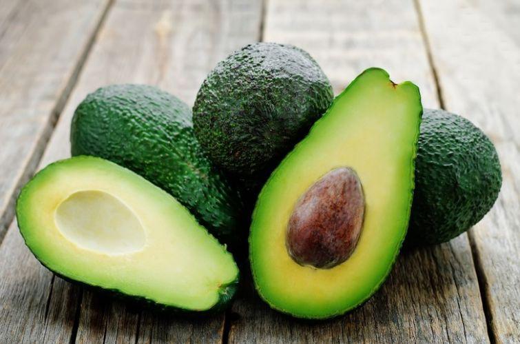 2. Авокадо Миф. Не стоит употреблять в пищу авокадо слишком часто, так как он слишком калориен. Прав