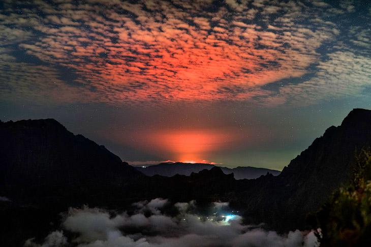 2. С начала 70-х годов ХХ века здесь было более 20 извержений. (Фото Luc Perrot):