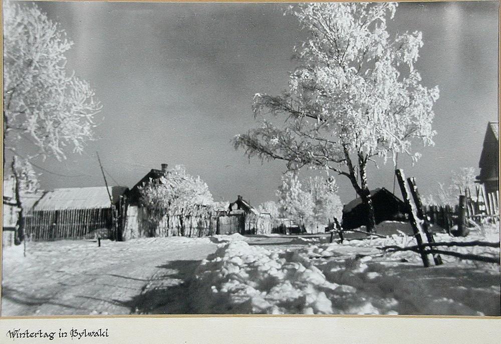 Советские крестьянки из деревни Акимовка. Зима 1943 года. Калужская область