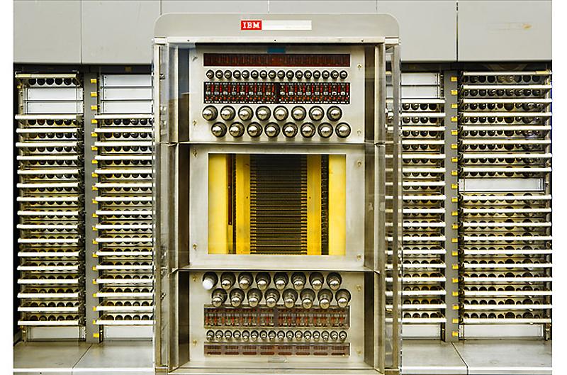 2. SAGE, 1954 год. Огромная компьютеризированная система SAGE была создана, чтобы помочь ВВС получат