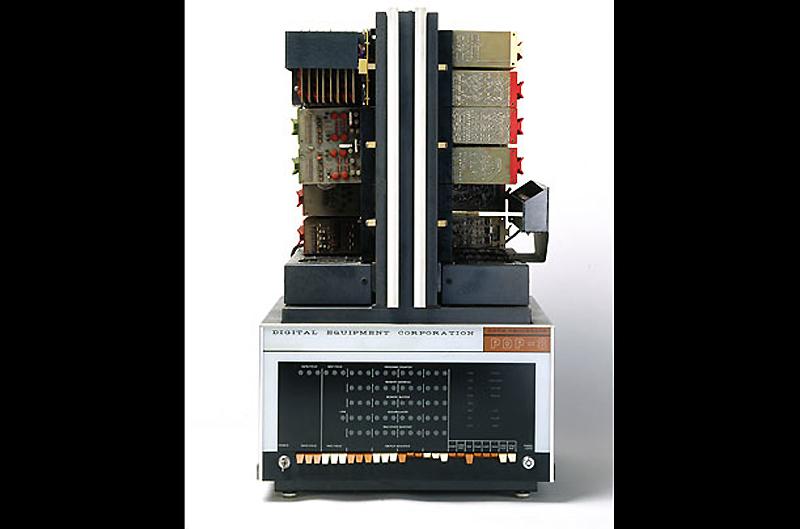 6. DEC PDP-8, 1965 год. Первый успешный коммерческий микрокомпьютер, PDP-8, созданный компанией Digi