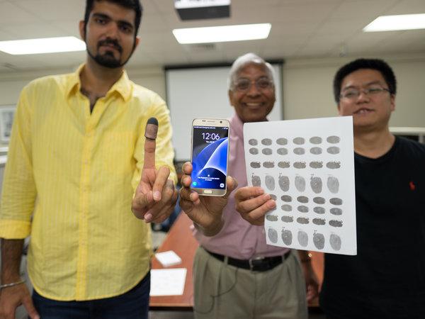 Ученые разблокировали смартфон бумагой сотпечатками пальцев