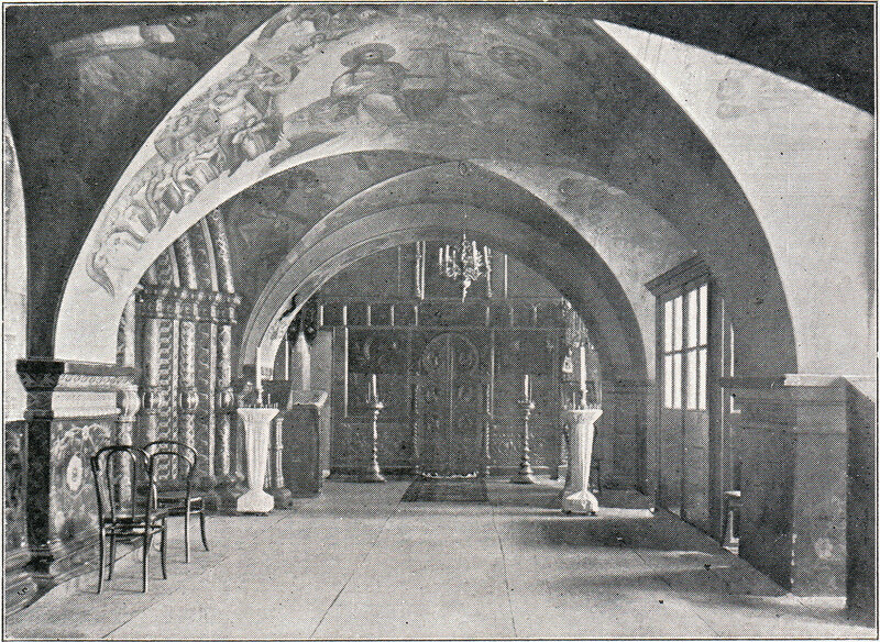 Собор Спаса на Бору во дворе Большого Кремлёвского дворца. Придел Трёх святителей.  Фот. 1914 года.