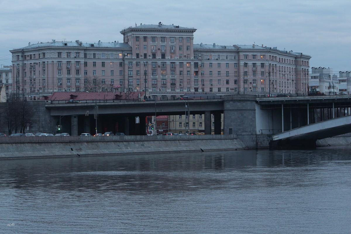 Жилой дом на Народной улице за Большим Краснохолмским мостом
