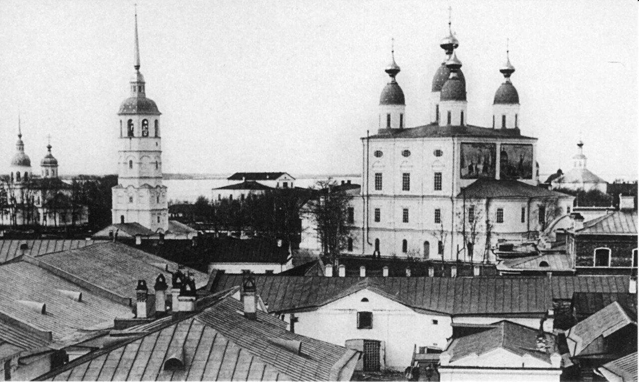 Вид с колокольни Рождественской церкви