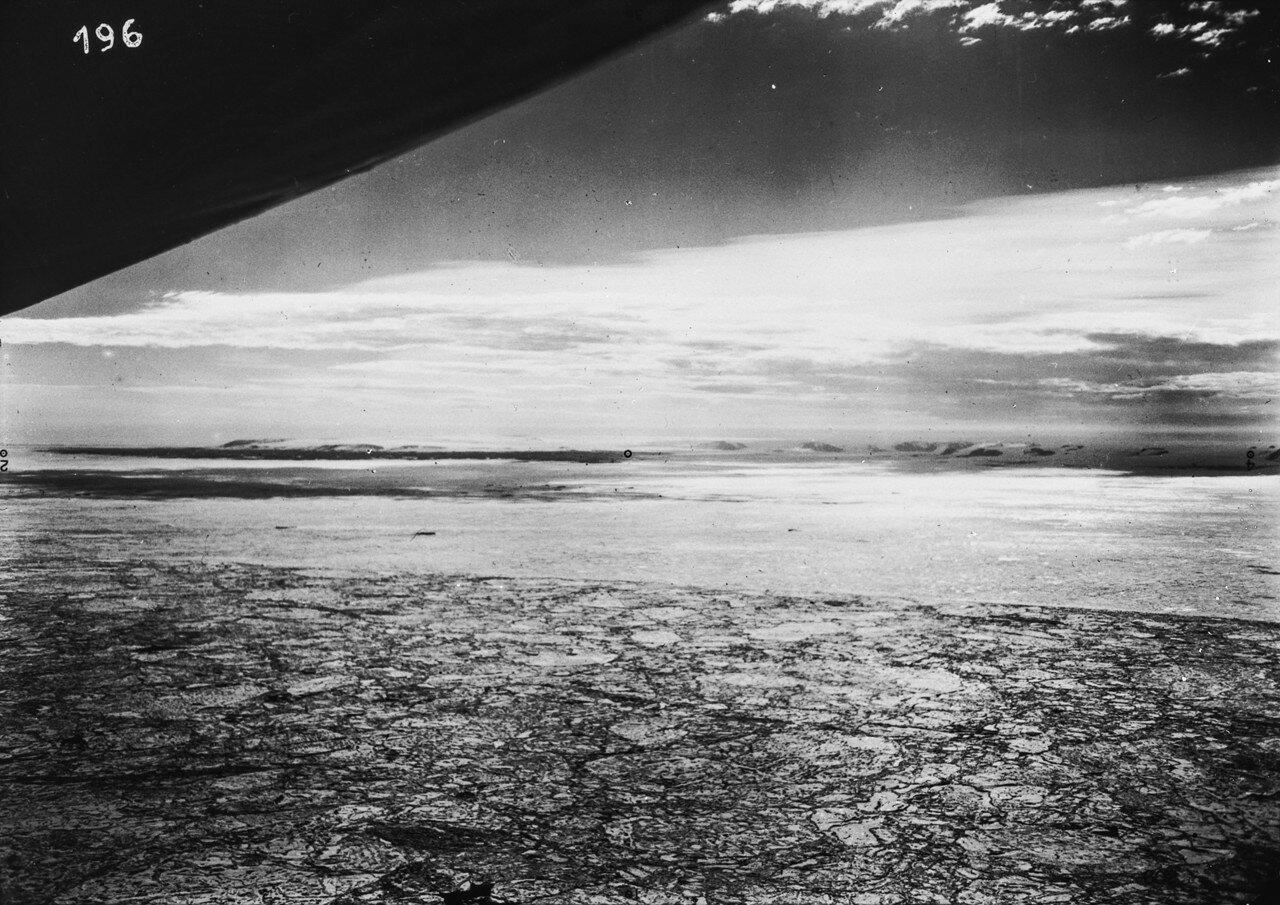 1931. Новая Земля. Северная оконечность Северной Земли, на переднем плане морской лед в Северном Ледовитом океане