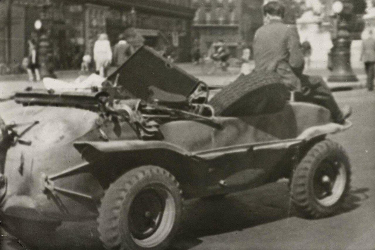 Немецкая машина на площади Оперы